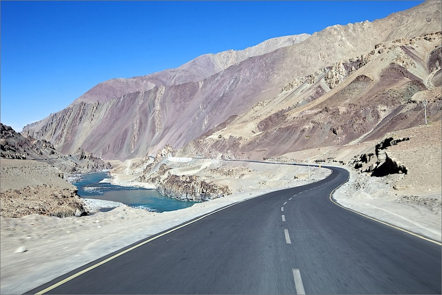 SHADES OF HIMALAYAS MANALI TO SRINAGAR TOUR VIA LADAKH
